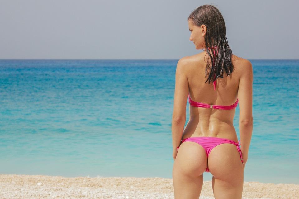 Frau im Bikini